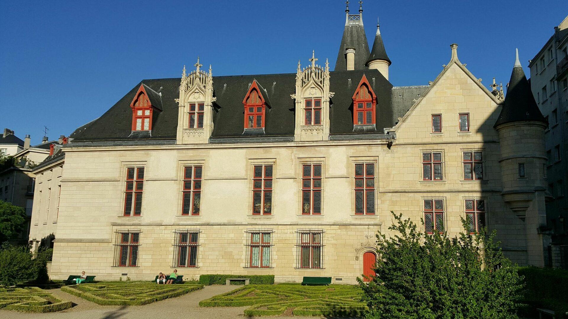 Bonne Qualité Hôtel De Sens